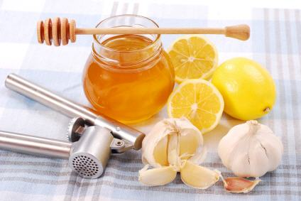 natural antibiotic recipe with lemons, garlic and honey
